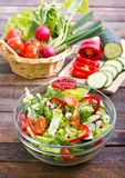 Verse salade in de kom stock foto
