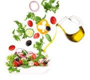 Verse salade met gegoten olijfolie Royalty-vrije Stock Foto