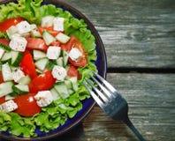 Verse salade met tomaat en komkommer. groene salade. Royalty-vrije Stock Afbeelding
