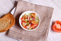 Verse salade op de lijst royalty-vrije stock foto