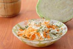 Verse salade van kool en wortelen Stock Foto