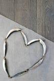 Verse sardine in hartvorm Stock Afbeelding