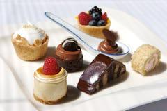 Verse schuimgebakjepastei en desserts Stock Foto