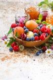 Verse seizoengebonden vruchten en bessen, verticale jam, Royalty-vrije Stock Foto's
