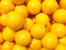 Verse sinaasappelen in de markt Stock Afbeelding