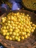 Verse sinaasappelen voor verkoop Stock Foto
