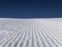 Verse skihellingen vroege ochtend Royalty-vrije Stock Foto's