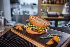 Verse smakelijke hamburger Royalty-vrije Stock Foto