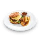 Verse smakelijke hamburger met gebraden aardappels en salsa royalty-vrije stock foto
