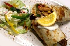 Verse, smakelijke tortilla's met kip stock afbeelding