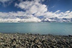 Verse sneeuw op bergen langs Meer Pukaki, Nieuw Zeeland Stock Foto