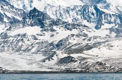 Verse sneeuw op rotsachtige berghellingen, Zuid-Georgië royalty-vrije stock foto's