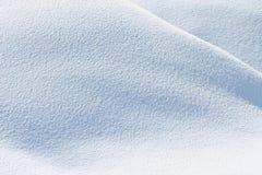Verse sneeuwvlokken in zonneschijn stock foto's