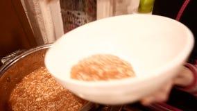 Verse soep in een grote pot 4k UHD stock footage