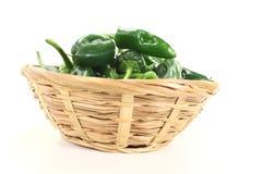 Verse Spaanse pepers in een kom Stock Foto's