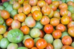 Verse tomaat voor verkoop bij markt Stock Foto's