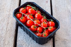 Verse tomaten in doos royalty-vrije stock fotografie