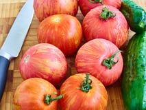 Verse tomaten en komkommers Stock Foto