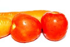 Verse tomaten en wortelen Stock Foto's
