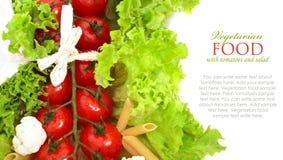Verse tomaten met bladeren van sla Royalty-vrije Stock Afbeelding