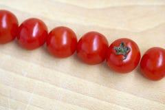 Verse tomaten op lijstbureau Stock Foto