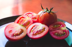 Verse tomaten, Verse tomatenbesnoeiing Royalty-vrije Stock Fotografie