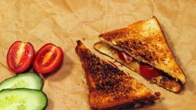 Verse toost met thee op de lijst in de ochtend Smakelijk voedsel Aan Royalty-vrije Stock Afbeelding
