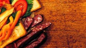 Verse toost met thee op de lijst in de ochtend Smakelijk voedsel Aan Royalty-vrije Stock Foto's