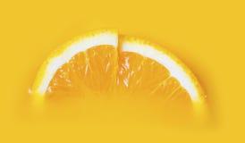 Verse twee een plak van sinaasappel Stock Foto's