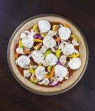Verse veggie pizzabovenste laagjes Stock Afbeeldingen
