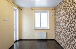 Verse vernieuwde ruimte met houten eiken vloer Royalty-vrije Stock Afbeelding