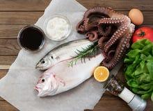 Verse vissen en groenten Stock Foto