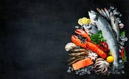 Verse vissen en zeevruchten stock foto