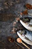 Verse vissendorado op grunge geweven achtergrond Royalty-vrije Stock Afbeelding