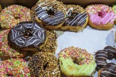 Verse voorbereide Aziatische doughnuts royalty-vrije stock fotografie