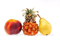 Verse vruchten die op wit worden geïsoleerdv stock foto's