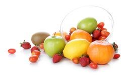 Verse vruchten in een kom Royalty-vrije Stock Foto's