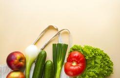 Verse vruchten en groenten in katoenen zak royalty-vrije stock afbeelding