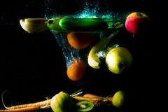 verse vruchten en groenten op een donkere achtergrond, vitaminen van aard Stock Foto's
