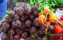 Verse vruchten en groenten voor verkoop royalty-vrije stock afbeelding