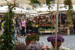 Verse vruchten en groenten voor verkoop in Campo DE Fiori Stock Afbeelding