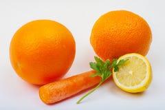 Verse Vruchten - sinaasappelen, citroen, wortel en cellery Royalty-vrije Stock Fotografie