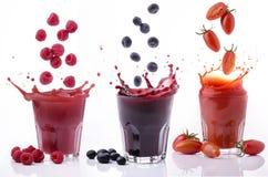 Verse vruchtensap en groentenplons Stock Foto