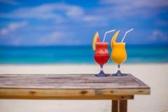 Verse watermeloen en mangococktails op woodem Royalty-vrije Stock Foto's