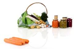 Verse wortelen, ingeblikte en verse groenten Royalty-vrije Stock Afbeeldingen