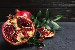 Verse yummy granaatappel stock afbeeldingen