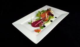 Verse Zalm met Salade Royalty-vrije Stock Foto's