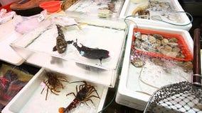 Verse Zeevruchtenmarkt in Hong Kong stock video