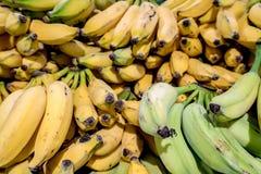 Verse, zoete, Heerlijke Gele en groene Banaan dichte omhooggaand royalty-vrije stock foto's