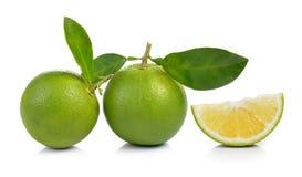 Verse zoete sinaasappel met bladeren op witte achtergrond Royalty-vrije Stock Afbeelding